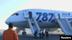 Жапонияның ANA әуе компаниясының иелігіндегі Boeing 787 Dreamliner ұшағы. Такамацу әуежайы, 16 қаңтар 2013 ж.