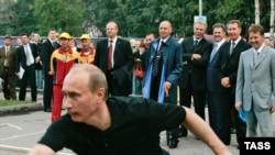 Полтора года назад Владимир Путин разбивал городки в Удмуртии. Глава республики тогда устоял