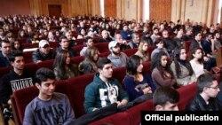 Armenia - Ethnic Armenian migrants from Syria at a meeting with Armenia's Prime Minister Karen Karapetian in Yerevan, 29Mar2017.