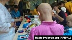 Діти з онкологічними захворюваннями разом з волонтерами в Інституті серця
