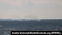 Авдіївка, 28 березня 2016 року: видно дим від бойових дій у «промзоні»