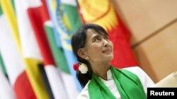 Аун Сан Су Чжи в штаб-квартире МОТ в Женеве
