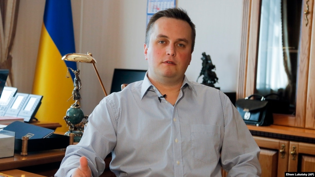 Ukraine's anticorruption prosecutor, Nazar Kholodnytskyy, has been accused of assisting officials suspected of corruption to avoid prosecution.