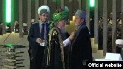 Тәлгат Таҗетдин Әмирали Аблаевны бүләкли