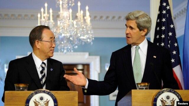 Secretarul de stat John Kerry și secretarul-general ONU,  Ban Ki-moon înaintea întrevederii oficiale de la Casa Albă