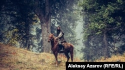 Главный герой фильма «Жат» — Ильяс, ушедший жить в горы отшельником. Кадр из фильма.