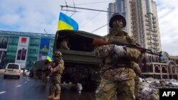 Военные на одной из улиц Одессы