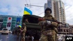 Pjesëtarët e policisë speciale të Ukrainës në qytetin Odesa
