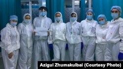 Врачи приемного отделения больницы в Алматы в разгар пандемии.