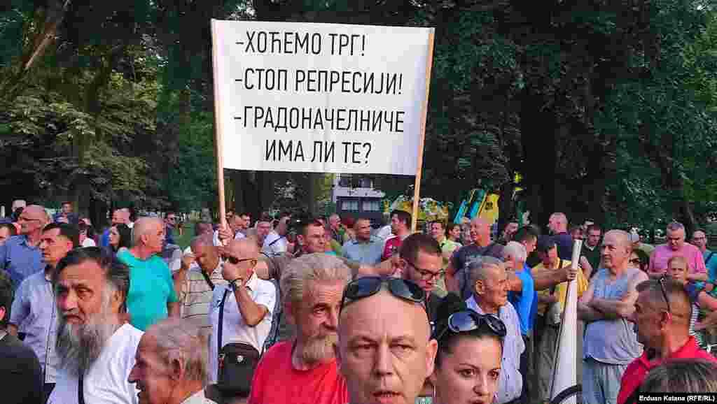 Sa protesta je upućen zahtjev nadležnim institucijama Republike Srpske da dozvole proteste na Trgu Krajine u centru Banjaluka a rok za ispunjenje je 1. juli.