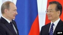 Мулоқоти Путин ва Ҷябао дар Петербург, 23-юми ноябри соли 2010.