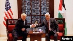 Президент США Дональд Трамп (л) зустрічається з палестинським лідером Махмудом Аббасом у Віфлеємі, 23 травня 2017 року