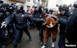 Під час демонстрації на захист «в'язнів Болотної» у Москві, 24 лютого 2014 року