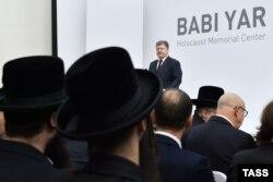 Petro Poroșenko vorbind la comemorarea masacrului de la Babi Yar în Kiev, 29 septembrie, 2016