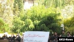 وزارت اطلاعات همچنين از بسياری از فعالان دانشجويی خواسته تا خود را به این وزارتخانه معرفی کنند.