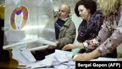 Բելառուս - Ընտրատեղամասերից մեկում սկսում են քվեների հաշվարկը, 17-ը նոյեմբերի, 2019թ․