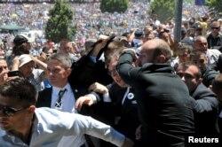 Александр Вучич в Сребренице. 11 июля 2015 года