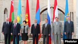 The leaders of Belarus, Kazakhstan, Kyrgyzstan, Armenia, Russia, and Tajikistan and the CSTO Secy Gen pose for a group photo in Yerevan. August 20, 2010