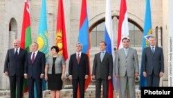 Участники неформального саммита ОДКБ в Ереване, 20-22 августа 2010 г.