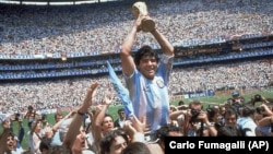 Diego Maradona holds up the trophy after Argentina beat West Germany 3-2 in the World Cup soccer final in Mexico City on June 29, 1986.