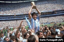 Diego Maradona holds up the trophy after Argentina beat West Germany 3-2 in their World Cup soccer final match at Atzeca Stadium in Mexico City on June 29, 1986.