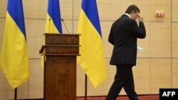 Գահընկեց արված նախագահ Վիկտոր Յանուկովիչը չի պատասխանել լրագրողներին հարցերին և հեռացել է Դոնի Ռոստովում հրավիրած ասուլիսից, 11 մարտի, 2014թ.