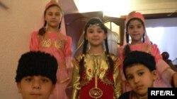 Казандагы азәрбайҗаннарның кечкенә артистлары