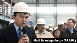 Сотрудники энергомашиностроительного завода в Атырау. Иллюстративное фото.