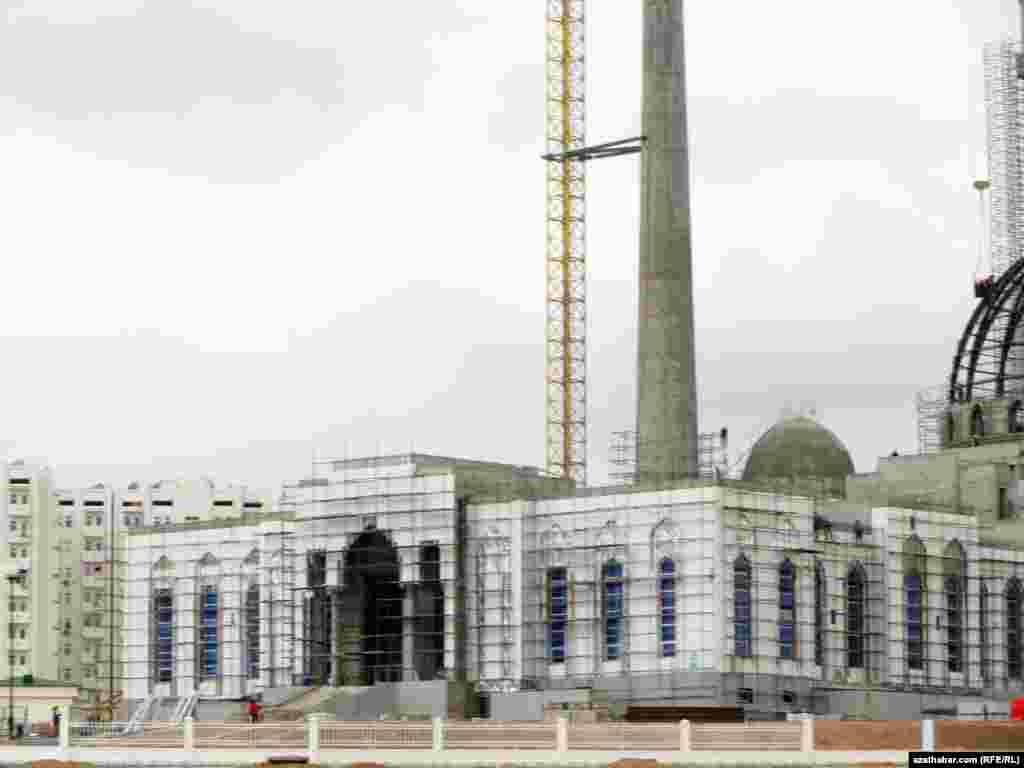 В микрорайоне Мир-7 строится новая мечеть