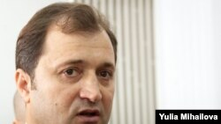 The head of the opposition Liberal Democratic Party, Vlad Filat, said the Communists owed it to the nation of 4.5 million to abandon attempts to remain in power.