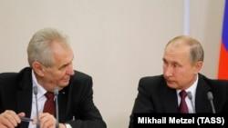 Милош Земан (слева) и Владимир Путин. Архивное фото