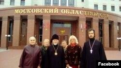 Священики та парафіяни Свято-Троїцького храму після суду
