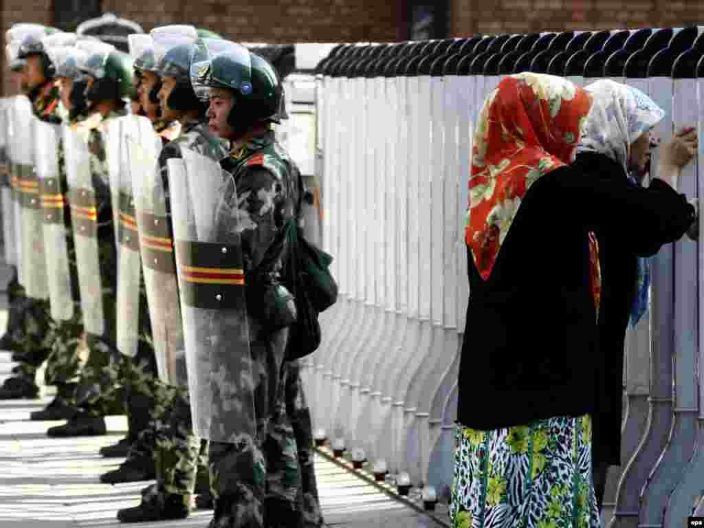 Военные перекрыли доступ к Большому базару.
