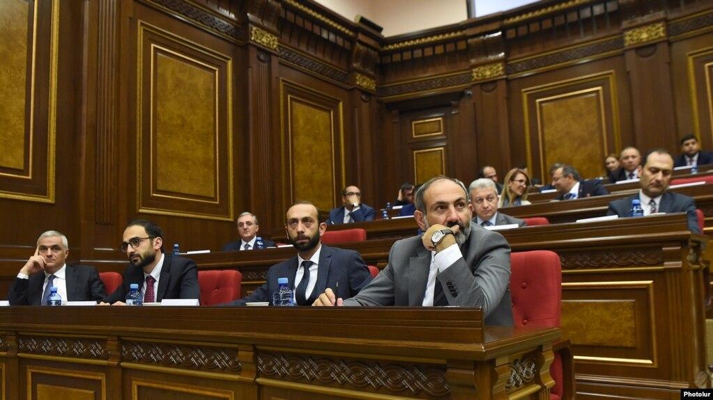Парламент Армении обсуждает вопрос об утверждении правительственной программы LIVE