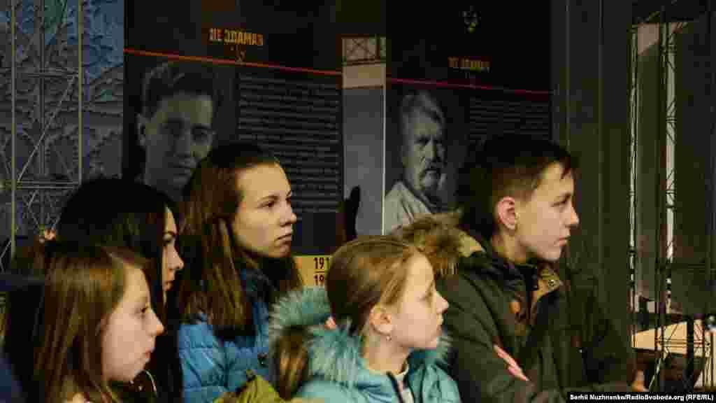 Шкільна екскурсія в «Меморіалі жертв Голодомору»