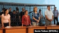 На оглашении приговора группе лиц, обвиненных в террористической деятельности. Атырау, 5 июня 2013 года.