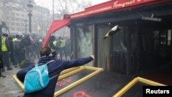 Один из инцидентов в Париже, 16 марта 2019 года.