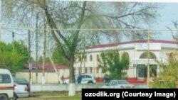 Tadbirkor prezidentga yo'llagan maktubiga ilova qilgan Ohangaron tumani prokuratura binosining rasmi