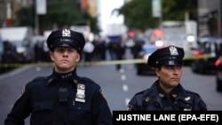 Полицейское оцепление у офиса CNN в Нью-Йорке, 24 октября 2018 года.
