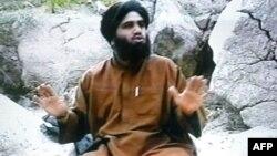 Сүлейман Әбу Гейт. 2002 жылғы сәуір айында көрсетілген видеодан алынған сурет.