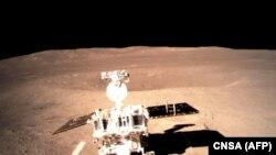 مریخ نورد چینائی که به سطح کره مریخ فرود آمده، اولین تصاویر خودرا به زمین فرستاد.
