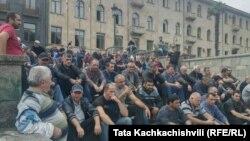 Акция протеста ткибульских шахтеров