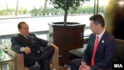 Средба на премиерот Никола Груевски со неговиот италијанскиот колега Силвио Берлускони на маргините на самитот во Триполи