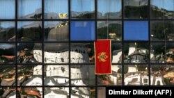 Zvanična Crna Gora je u više navrata poslala poruku da podržava dijalog Beograda i Prištine