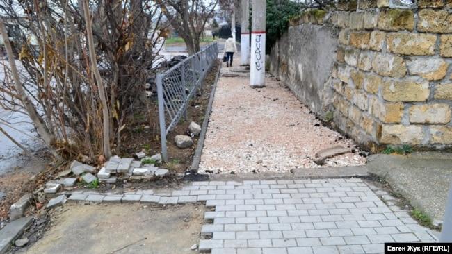 Этот участок тротуара на Тарутинской не доделали