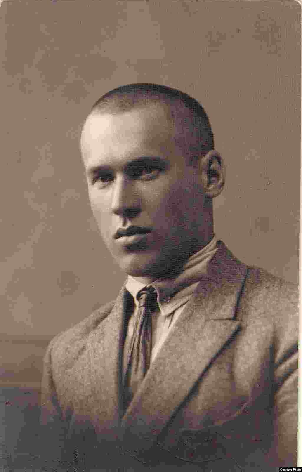 Уладзімір Дубоўка. Фотапартрэт 1926 г. З фондаў БДАМЛМ