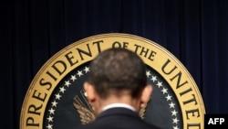 АҚШ президенті Барак Обама алғашқы жұмыс күні өз кеңсесінде. Вашингтон, 21қаңтар, 2009 жыл.
