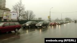 Затор на цэнтральных вуліцах праз перакрытую вуліцу Ленінскую