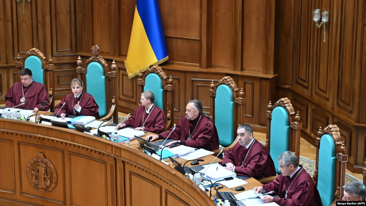 КСУ может отменить законы, которые Верховная Рада штампует как принтер в скоростном режиме (обзор прессы)