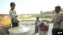 Iraqis fill their tanks with filthy water from the Diyala River east of Baghdad (file photo)